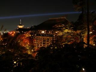 Kiyomizu_no_butai_with_pagoda